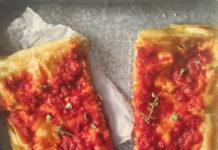 Focaccia di Recco με ντομάτα