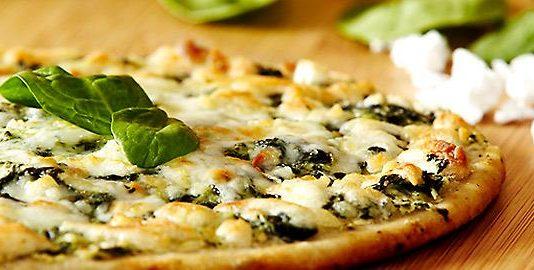Πίτσα με σπανάκι και φέτα